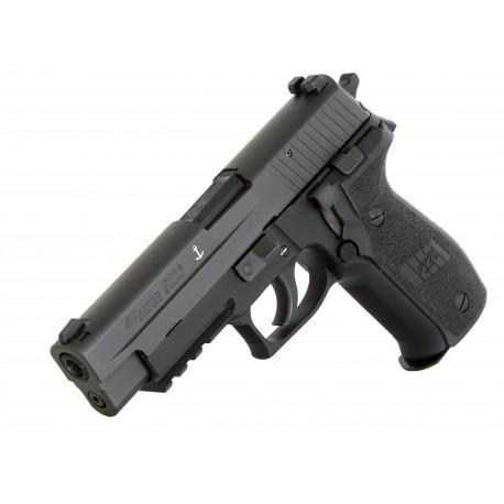 1)Спортивный пистолет SigSauer P226, 9х19 (Luger)